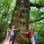 Baum umarmen (Foto: Manuela Hahnebach)