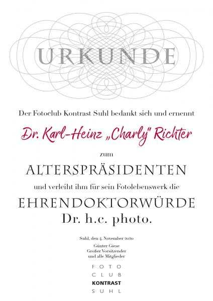 """Urkunde: Dr. Karl-Heinz """"Charly"""" Richter als Alterpräsident und Ehrendoktor Dr. h.c. photo. des Fotoclubs Kontrast Suhl"""